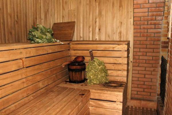 Ako zakryť strom vo vnútri kúpeľa